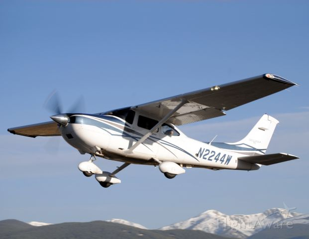 Cessna Skylane (N2244W) - This Skylane might as well have been brand new.  This was the chase plane used by Cessna for air-to-air photos of a C208 during their time in Leadville.