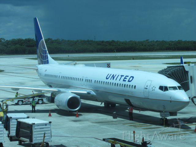 Boeing 737-800 — - United Boeing 737-800 at gate in cancun