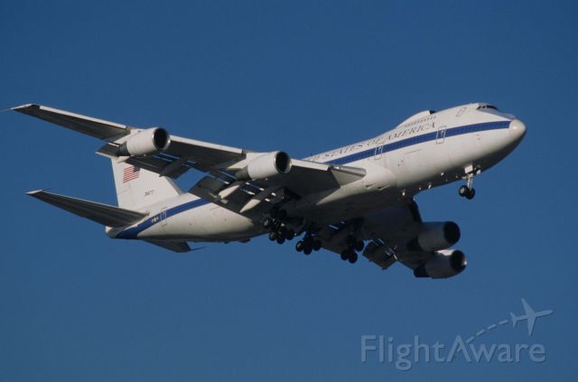 Boeing 747-200 (73-1677) - Final Approach to Tokyo-Haneda Intl Airport Rwy16L on 1998/01/20