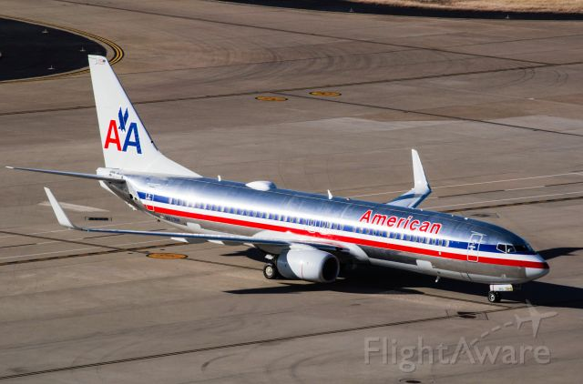 Boeing 737-800 (N921NN) - Special heritage livery taken from grand hyatt at dfw