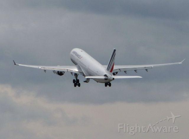 Airbus A330-200 (F-GZCL)