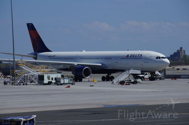 Airbus A330-300 (N820NW)