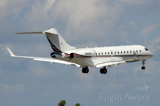 Bombardier Global Express (N160QS) - Short final to 8 at FXE 3/21/14