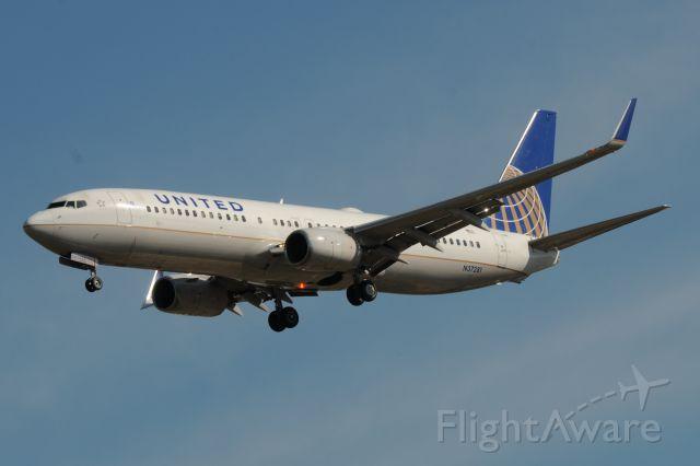 Boeing 737-900 (N37281)