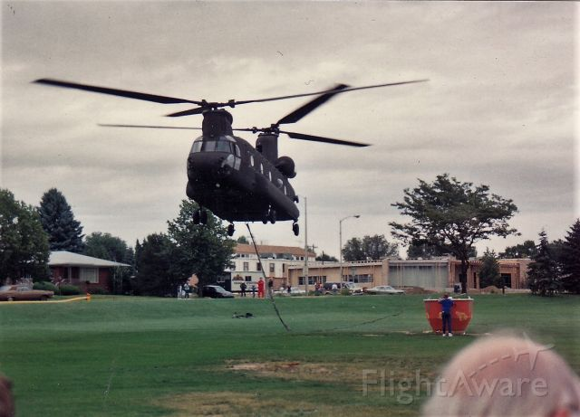— — - 10/91 CH47 Chinook on water drop exhibition, Pikes Peak Fire Muster