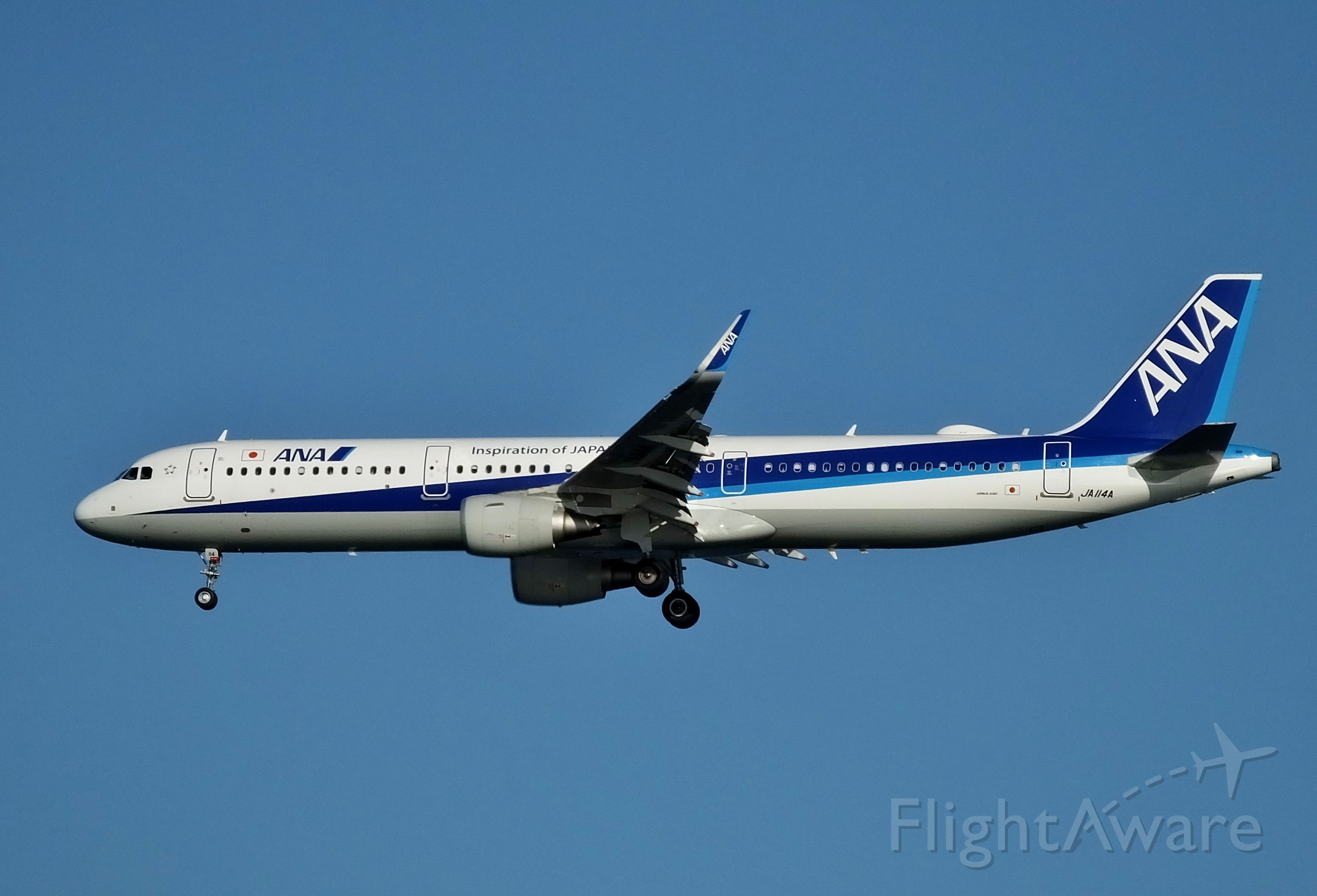 Airbus A321 (JA114A) - Final approach at HND (2017/12/13)