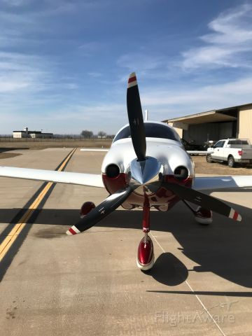 Cessna 350 (N248AP) - Ready and waiting
