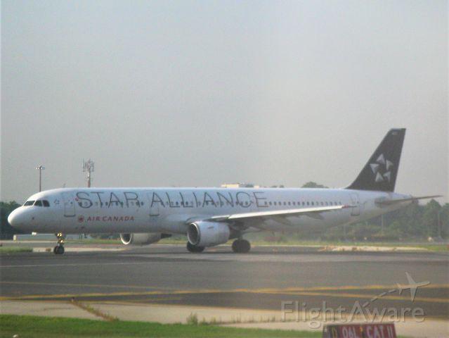 Airbus A321 (C-GITU) - Star Allliance Livery C-GITU arrivng into Toronto Pearson International Airport