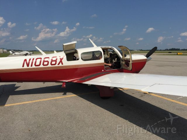 Mooney M-20 (N1068X) - Loading up after USAF Museum to go to KTTA