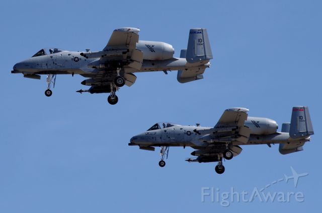 Fairchild-Republic Thunderbolt 2 (79-0634) - Idaho Air National Guard A-10's coming into land 28L! Just epic! The lower aircrafts tail # is 79-629