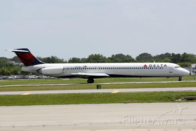 McDonnell Douglas MD-88 (N915DL) - Delta Flight 1678 (N951DL) arrives at Sarasota-Bradenton International Airport following a flight from Hartsfield-Jackson International Airport