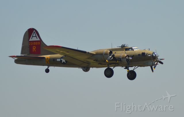 Boeing B-17 Flying Fortress (N93012) - Boeing B-17 on final to Runway 21 in Sioux Falls SD on 7-12-2013.