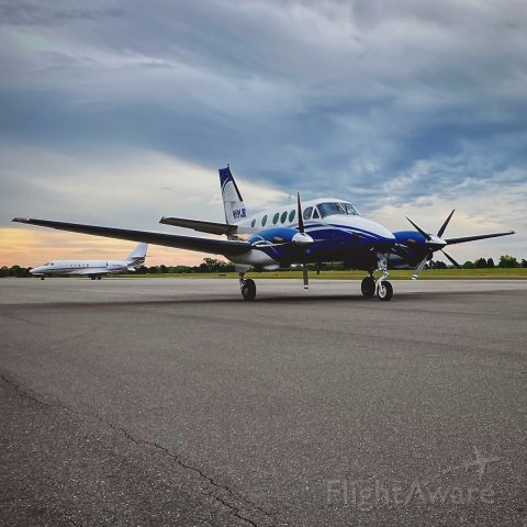 Beechcraft King Air 90 (N191JR) - KING AIR 90