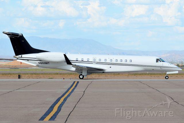 Embraer ERJ-135 (N909MT)
