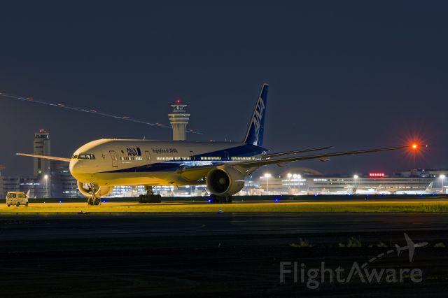 Boeing 777-200 (JA787A)
