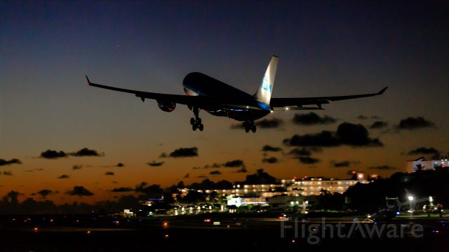 Airbus A330-200 (PH-AOM) - KLM A330-200 PH-AOM departing at Sunset