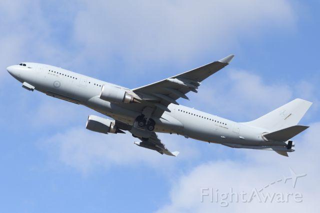 Airbus A330-200 (A39004) - RAAF, A330-200 MRTT, departs runway 01, YBTL.