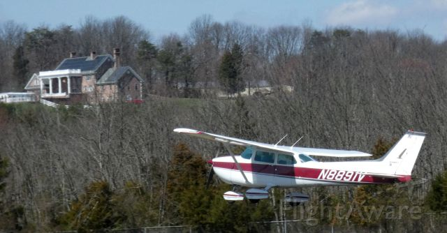 Cessna Skyhawk (N8891V) - Shortly after departure is this 1972 Cessna Skyhawk 172M in the Spring of 2021.