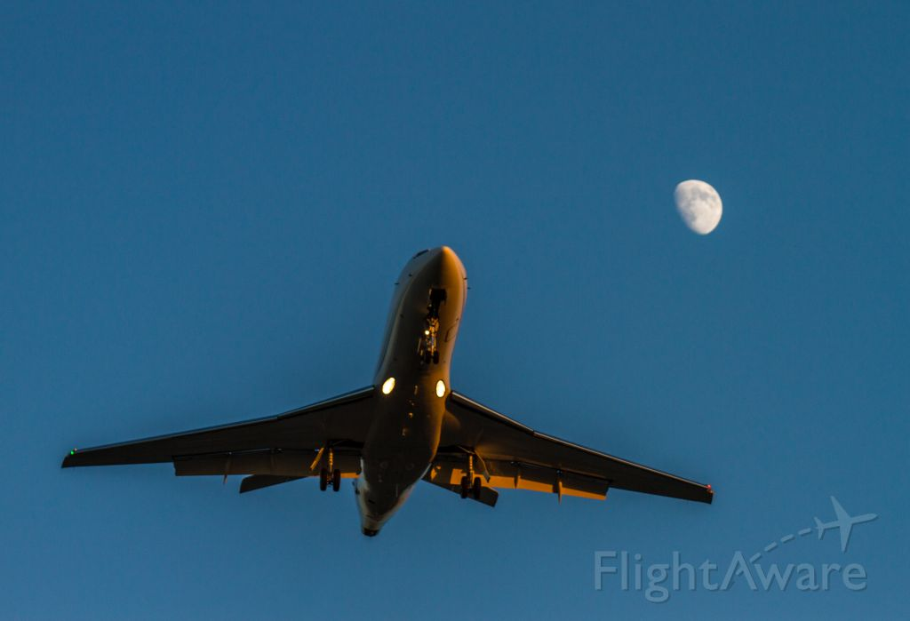 Dassault Falcon 900 — - On approach to KLGB with the moon in the background