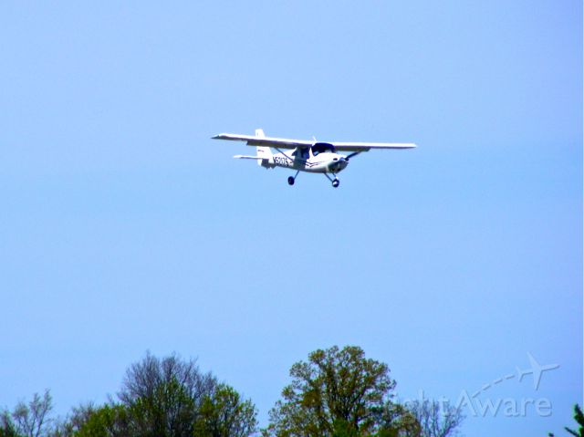 Cessna Skycatcher (N5217S) - Skycatcher was on short final to RWY 18 on April 7, 2012