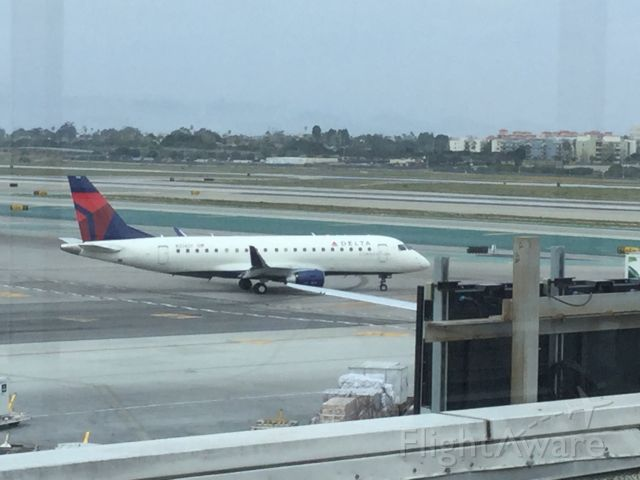 Embraer 175 (N254SY) - Taxing to runway for take off.