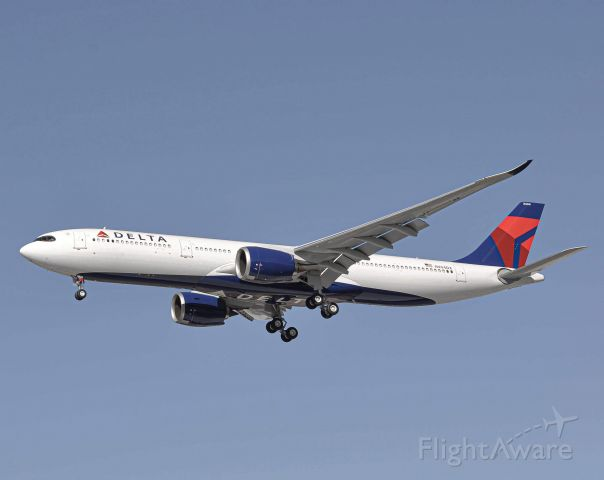 AIRBUS A-330-900 (N404DX) - Delta 9972 landing 21L at DTW from Atlanta. This is the first time the 330-900 has been at DTW.
