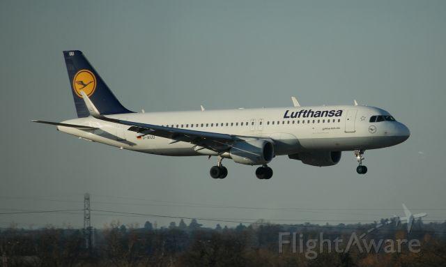 Airbus A320 (D-AIUU)