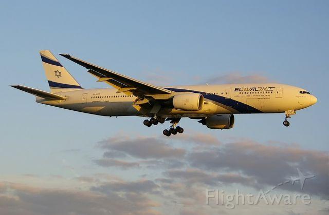 Boeing 777-200 (4X-ECF)