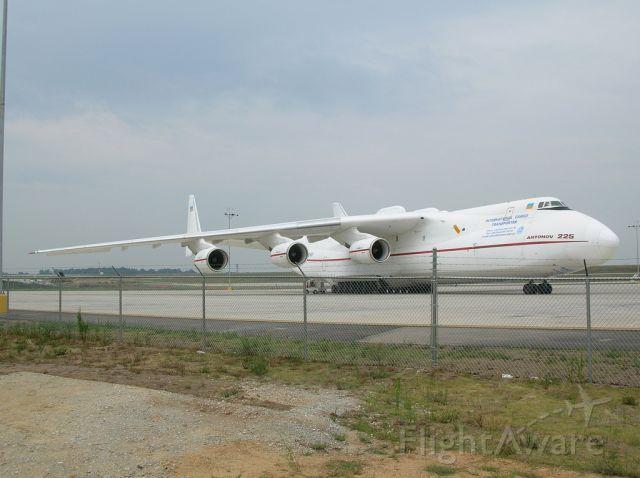 — — - Antonov An-225 Mriya