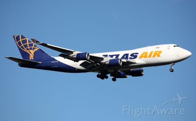 Boeing 747-400 (N409MC) - Short Final to Rwy 25