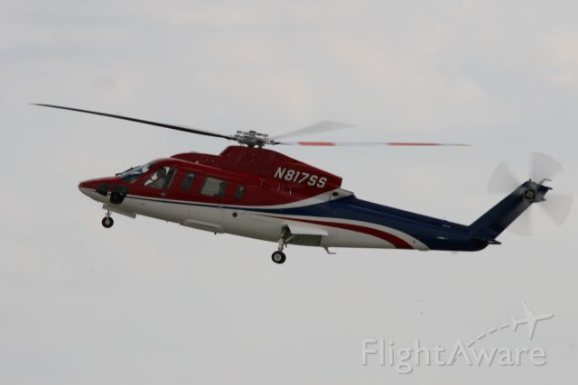 Sikorsky S-76 (N817SS)