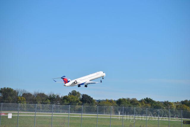Canadair Regional Jet CRJ-900 (N185GJ)