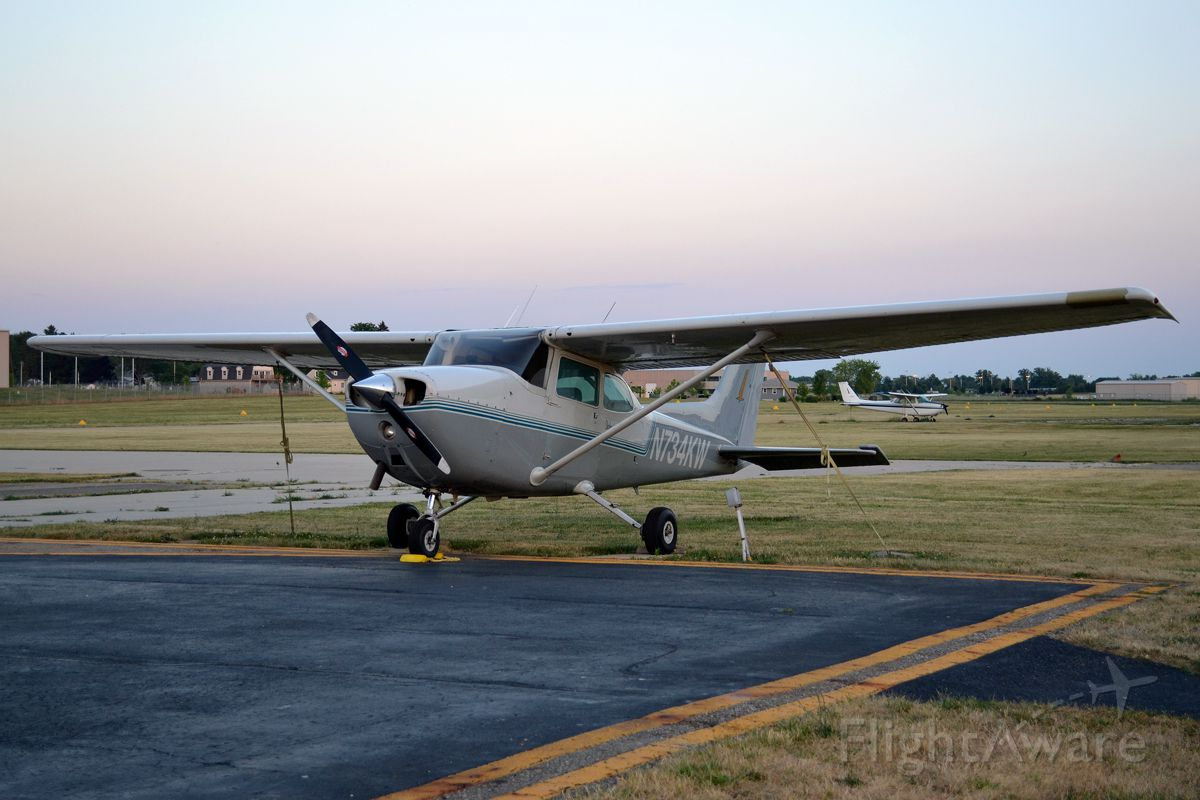 Cessna Skyhawk (N734KW)