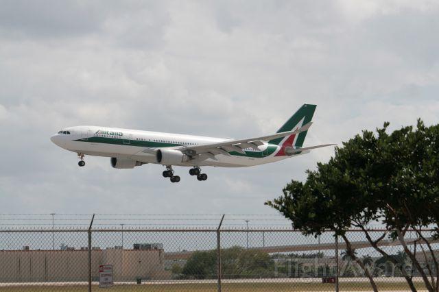 Airbus A330 (EI-EJH)