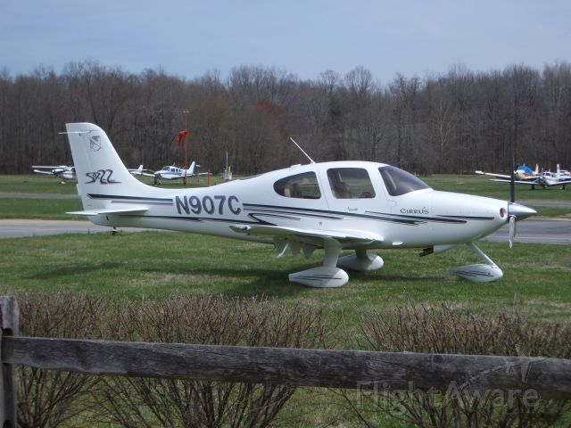 Cirrus SR-22 (N907C)