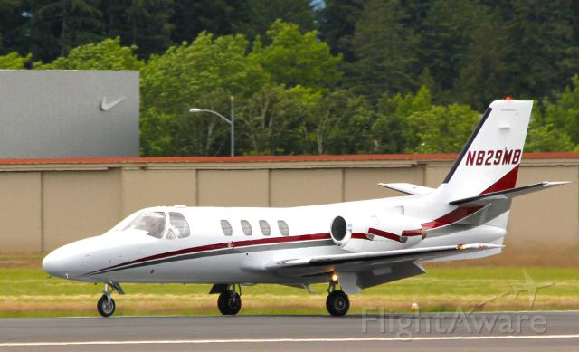 Cessna Citation 1SP (N829MB) - 1979 CESSNA 501 landing Hillsboro, Oregon (KHIO) Rwy 31.  Note the Nike home base corporate hanger in the background.