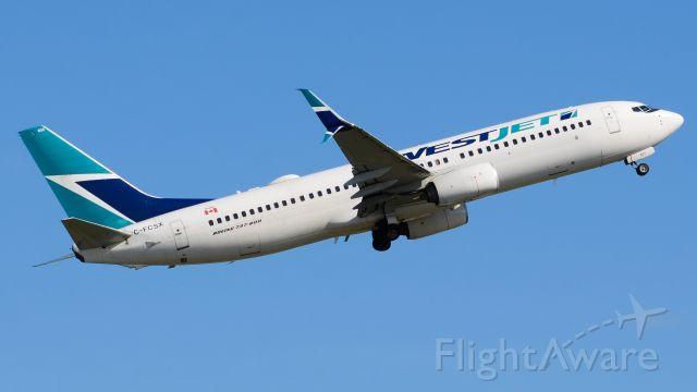 Boeing 737-800 (C-FCSZ)