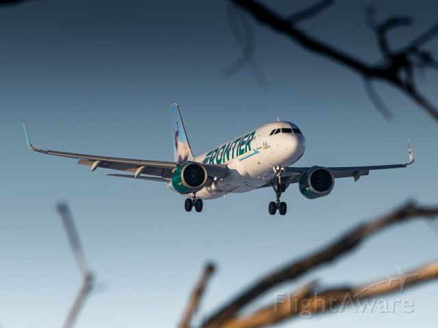 N360FR — - Ruby sneaking her way through the trees on final approach to OMA's runway 14R