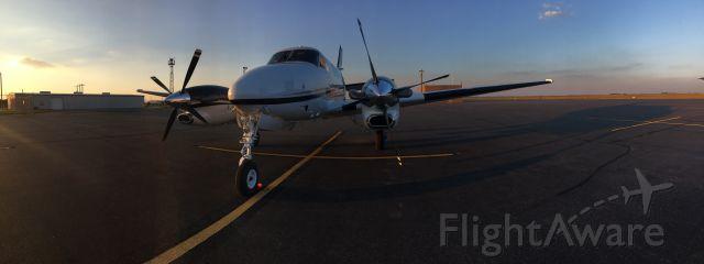 Beechcraft King Air 90 (N87HYB) - Waiting on passengers, enjoying the calm evening.