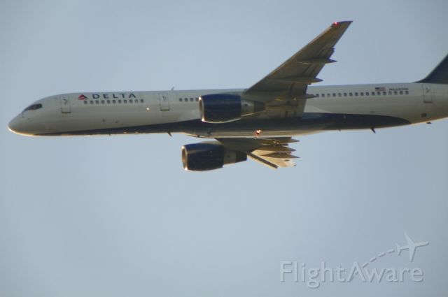 Boeing 757-200 (N668DN) - Delta aircraft taking off rwy 22L at KBOS      I was standing at Castle Island.