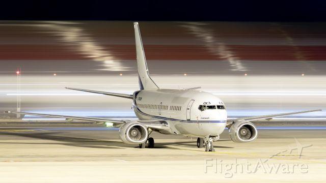 Boeing 737-500 (T7-CTA)