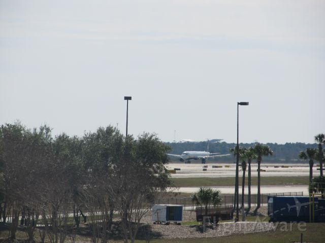 Airbus A321 (N185UW) - From gate 128 in KMCO terminal