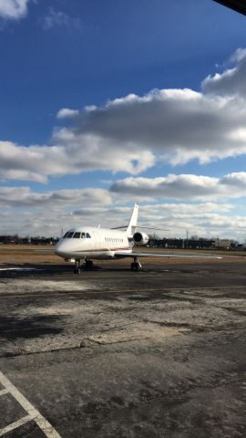 Dassault Falcon 2000 (N226QS) - Taken on Great Lakes Flight Centre FBO ramp.