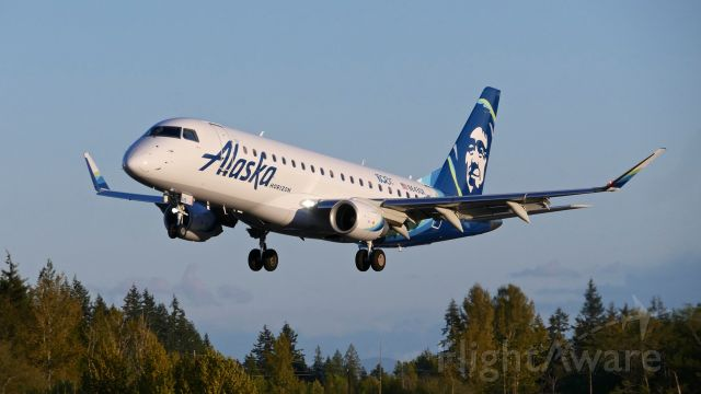 Embraer 175 (N643QX) - QXE2741 from KSJC on short final to Rwy 34L on 4.27.19. (ERJ-175LR / cn #17000763). It carries the logo '1500th E-JET'.