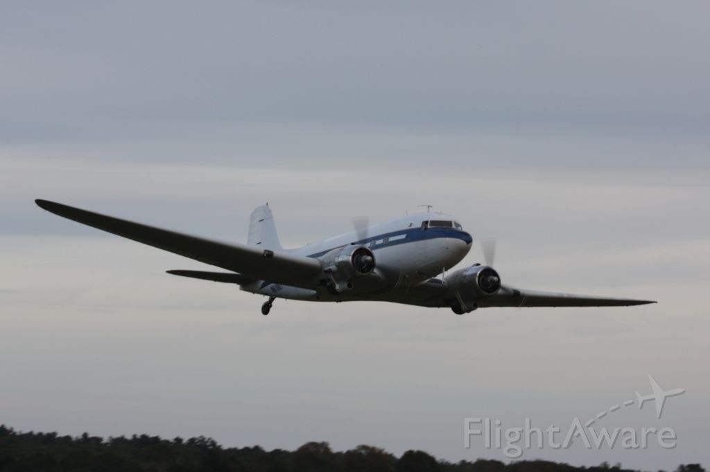 Douglas DC-3 (N61981) - Doing a fly by