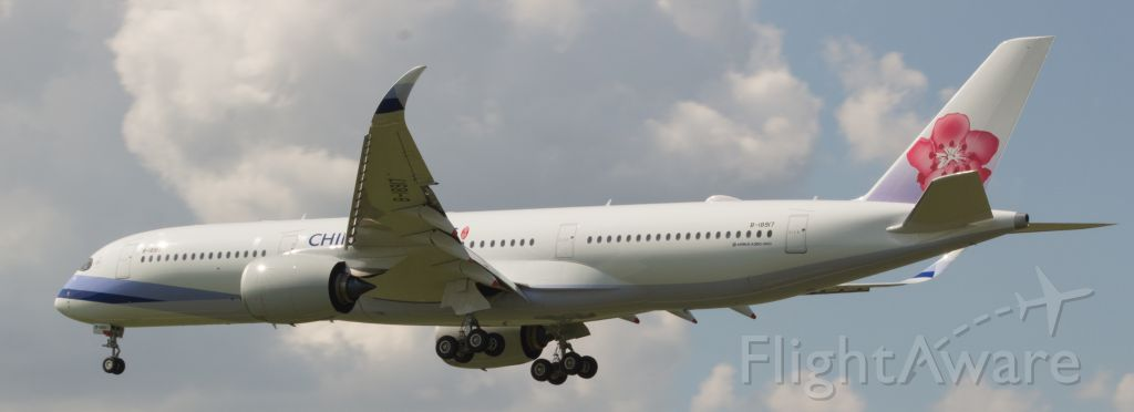 Airbus A350-900 (B-18917) - Houston gets it