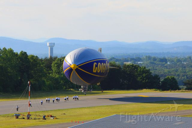 N3A — - Goodyear Airship N3A landing runway 19 at the Hickory Airport