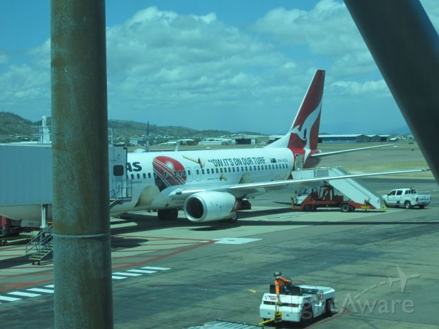 Boeing 737-800 (VH-VXA) - 06/01/14 - VH-VXA at Gate 3 in Townsville after operating QF970 in the fading Ashes Livery.