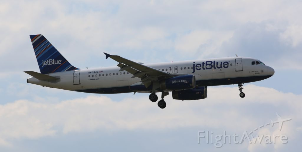 Airbus A320 (N639JB) - Jetblue A320 on final to Newark, 8/17/14.