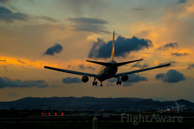 BOEING 767-300 (JA8674)